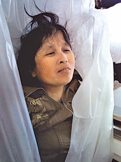 許郴生冤死時年僅47歲,圖為她的遺體。(明慧網