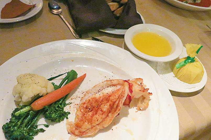 Silver Legacy賭場內的Sterling's海鮮牛排館的前菜——新英格蘭龍蝦尾。(李旭生/大紀元)