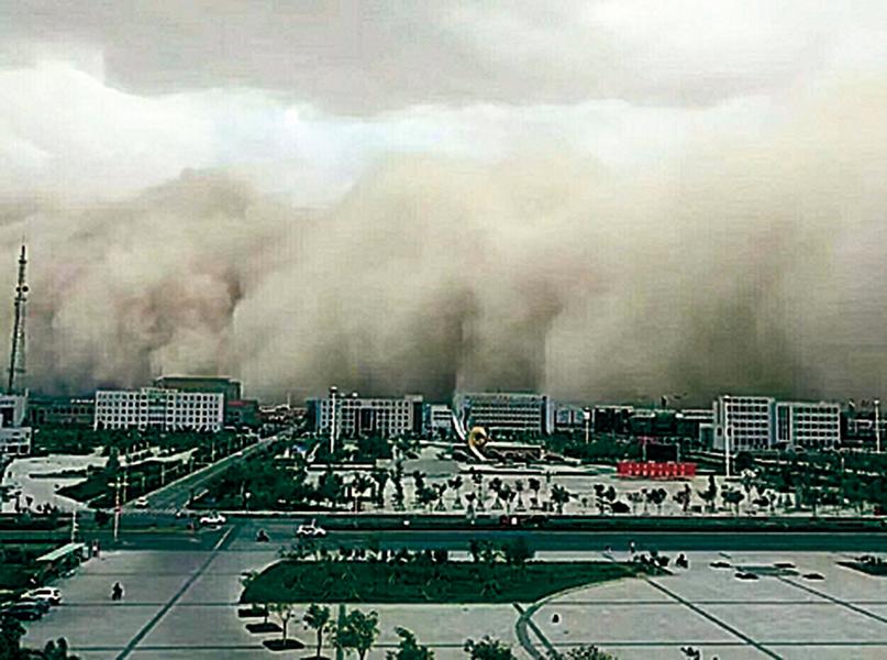 【圖片新聞】內蒙遭強沙塵暴襲擊 塵沙滾滾遮天蓋日