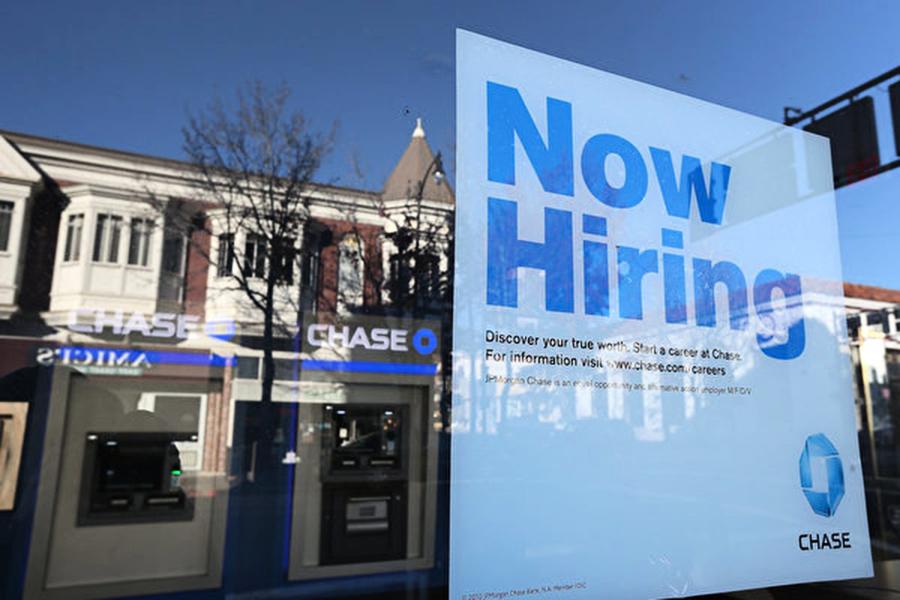 美七月就業超乎預期 失業率再降 美股上揚