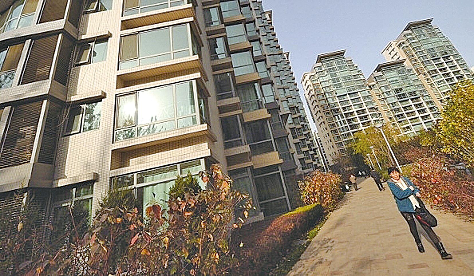近日北京試行推出共有產權住房,有學者批其只是以前的自住房改了個名字,認為制度弊端極為明顯。圖為北京某小區。(Getty Images)