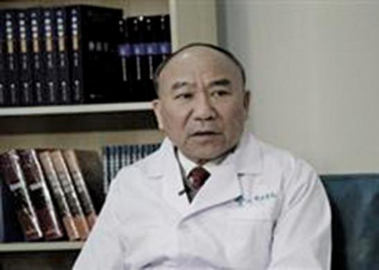 鄭樹森是肝臟移植醫生,同時是省「反X教」協會副理事長,還是浙江大學國際醫院的老闆。(網絡圖片)