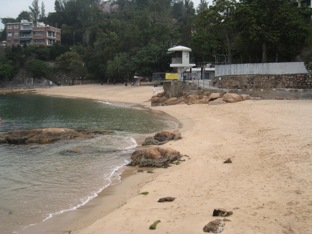 康文署昨日宣佈聖士提反灣泳灘發現油污,需要暫時關閉。(康文署圖片)