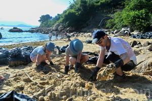 過百人自發南丫島清油污