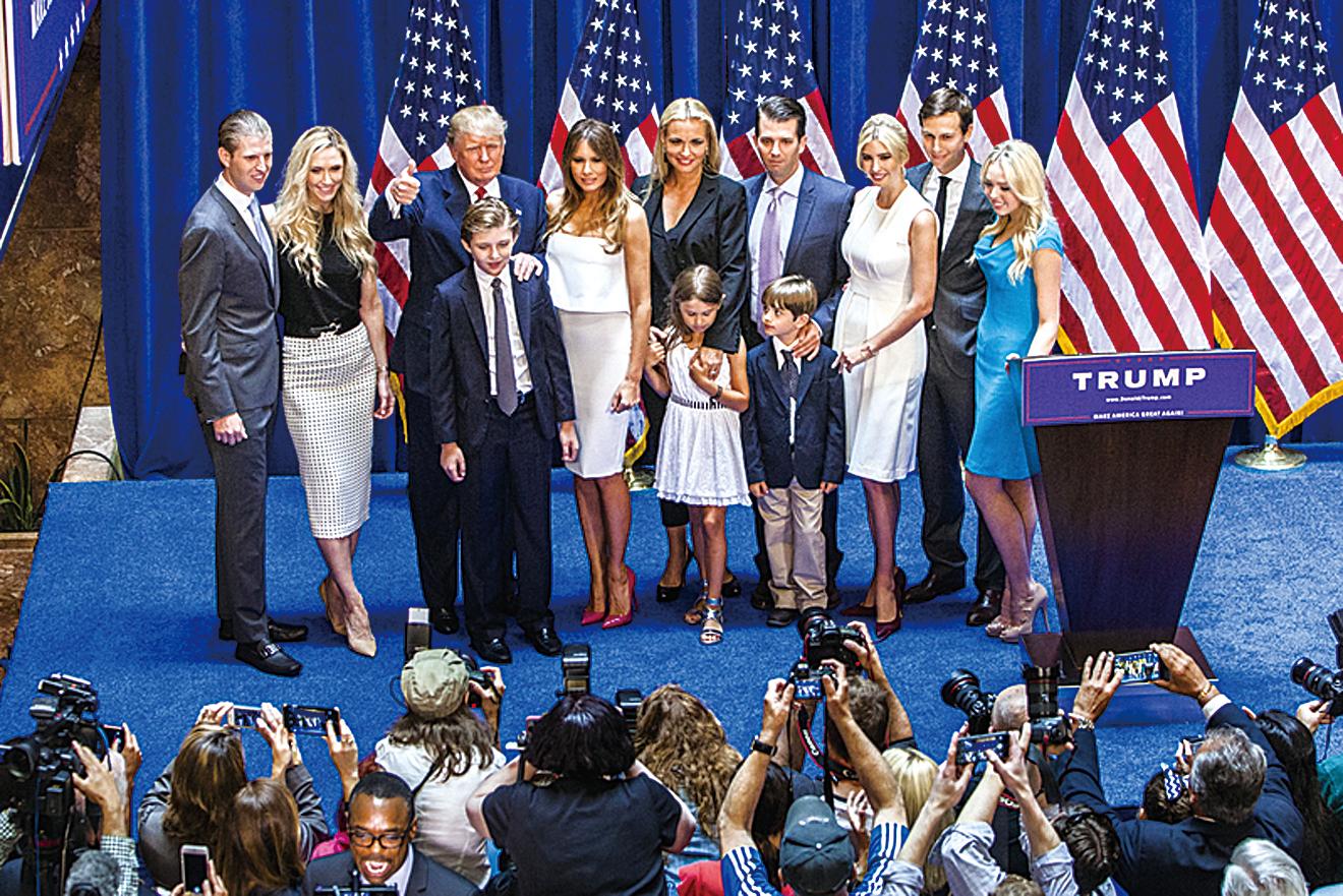 媒體多次爆料,中共為特朗普家族企業開綠燈還積極與特朗普女兒、女婿拉關係,似乎有意滲透白宮。圖為去年6月16日特朗普宣佈競選美國總統時,與家人亮相。(Getty Images)