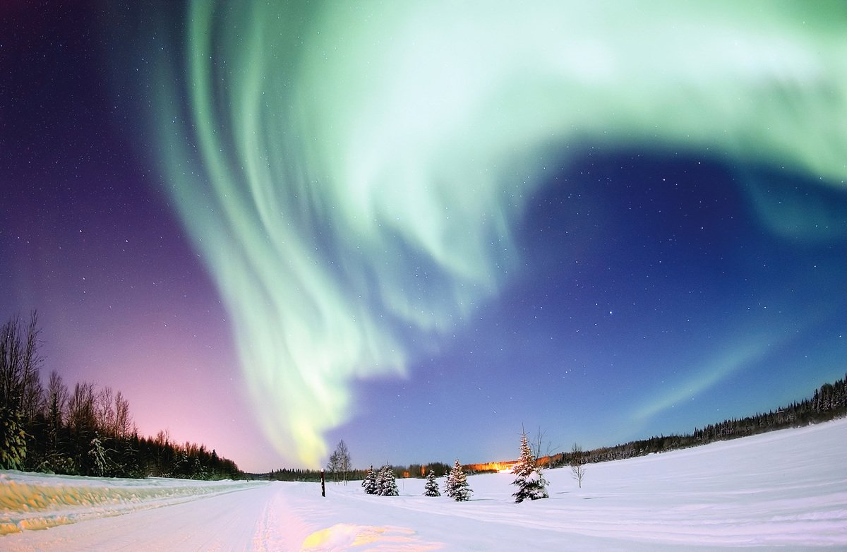 加拿大絢麗璀璨的極光。(Wikipedia)