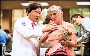 以東方傳統智慧 治癒百萬脊椎病患