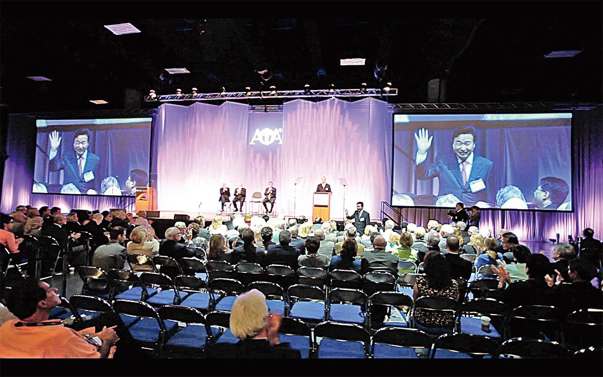 OMED(國際整骨醫學大會)開幕式,聖地亞哥(2012)