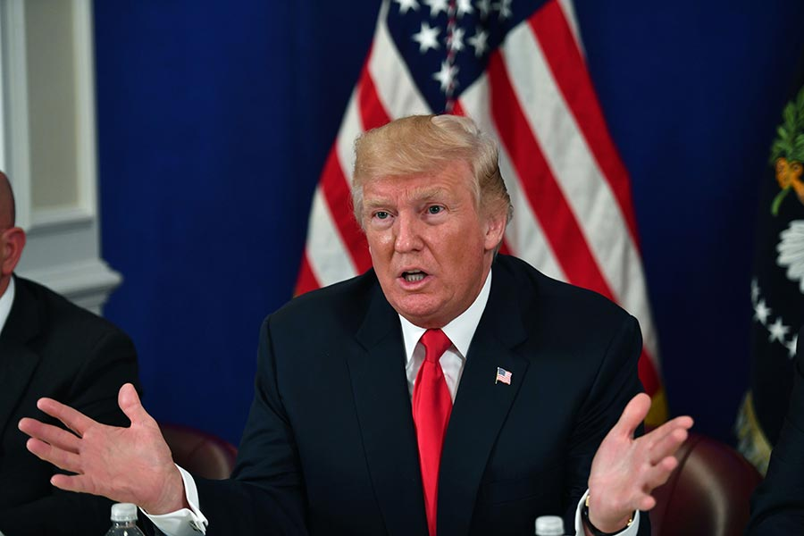 星期五下午,特朗普告訴媒體記者,如果金正恩威脅或攻擊美國領土或盟友,美國會讓他「很快就後悔」。(NICHOLAS KAMM/AFP/Getty Images)