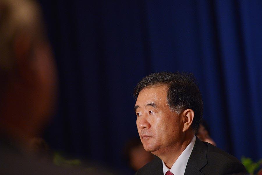 中共政治局常委汪洋擁有中共全國人大代表、政協委員「雙重身份」。(MANDEL NGAN/AFP/Getty Images)