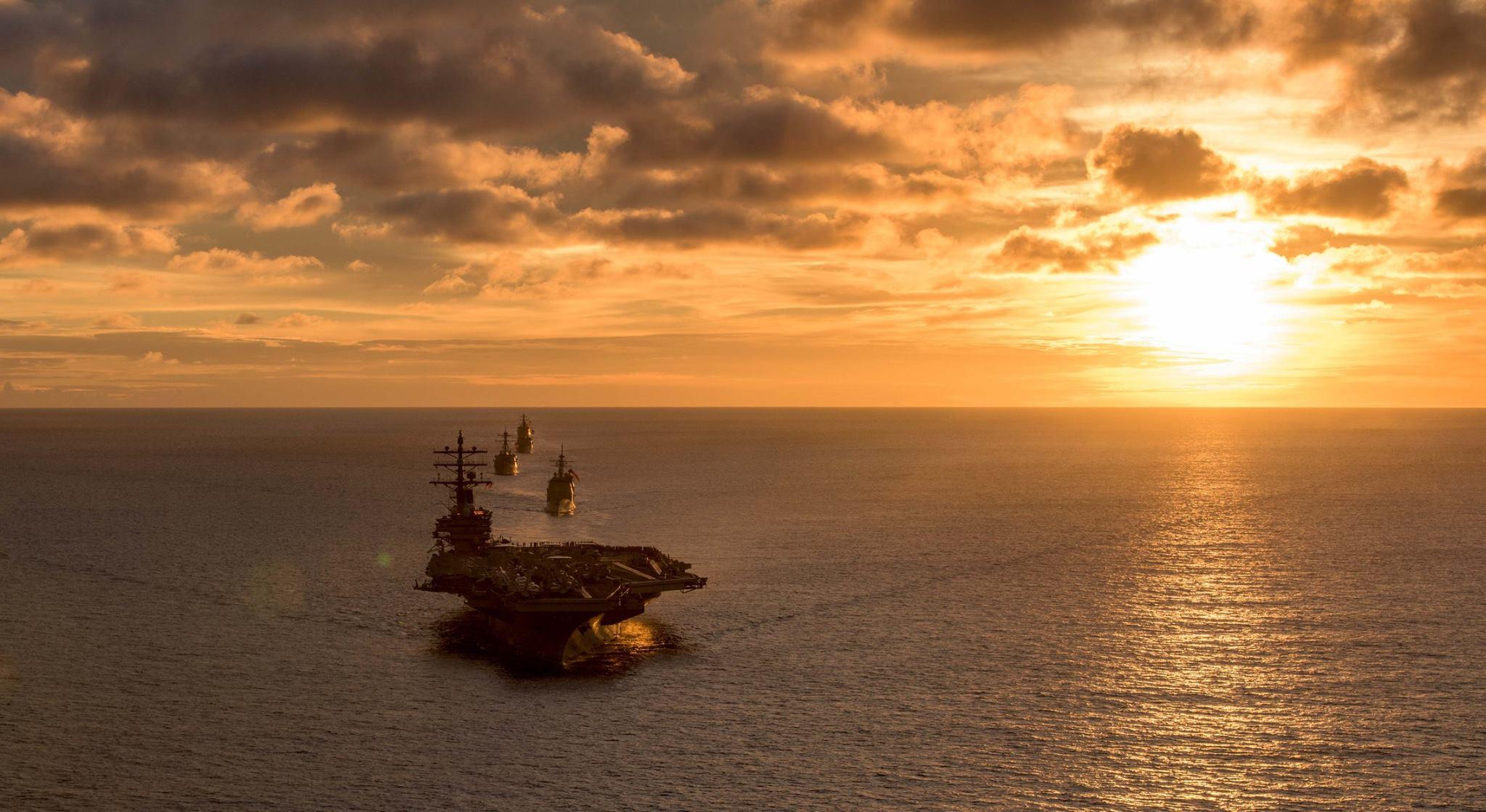 美利堅號核動力超級航空母艦編隊。(Facebook圖片)