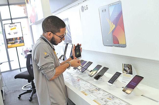 廉價手機走後門 向中國發送個人數據
