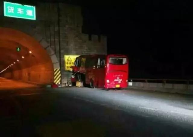 陝西秦嶺隧道近日發生一宗嚴重車禍,造成至少36人死亡13人受傷。(網絡圖片)