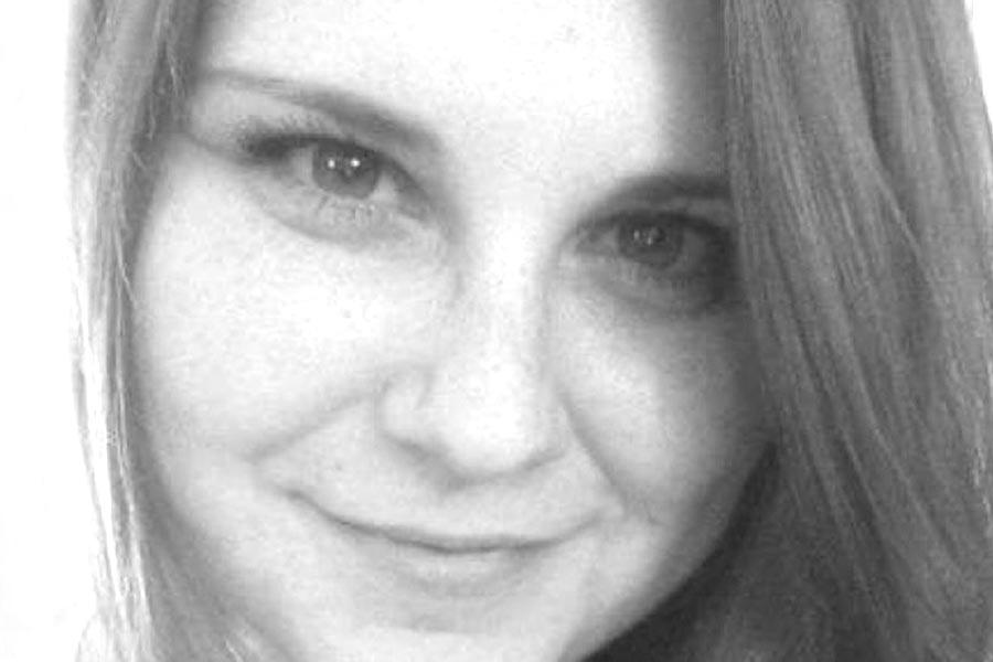 12日維珍尼亞州衝突中駕車撞人的20歲男子菲爾德斯(James Fields Jr.)被控二極謀殺,他的車撞到一群反示威者,32歲女子海爾(Heather Heyer)不幸喪生,她生前是一名律師助理。圖為海爾。(GoFundMe)