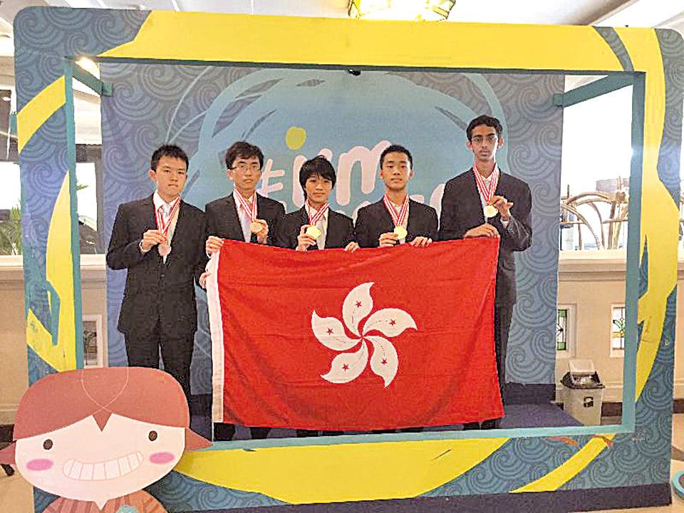 第58屆國際數學奧林匹克logo 右圖:香港隊於國際物理 奧林匹克及數學奧林匹克 再創佳績(香港政府新聞處)