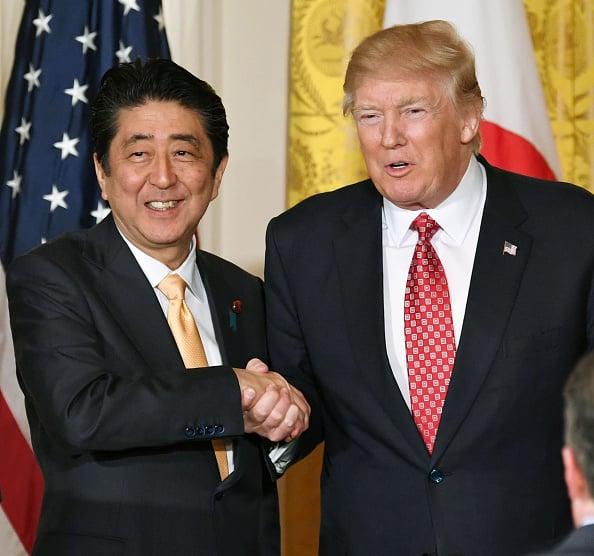 日本首相安倍晉三(Shinzo Abe)於當地時間今日上午再度與美國總統特朗普通電話,兩人都一致認為,阻止北韓發射導彈是他們當前的首要任務。(Getty Images)