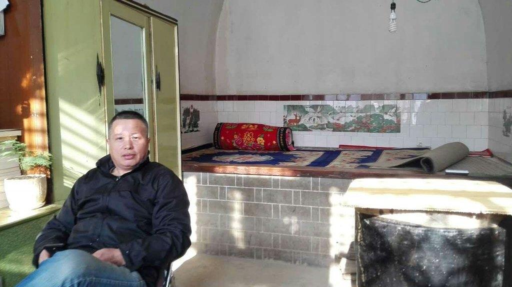 2015年12月19日,有民眾去高智晟律師陝西家拜望。據看望的民眾所說「高律師精神狀態很好,身體看起來也不錯!」。(網絡圖片)