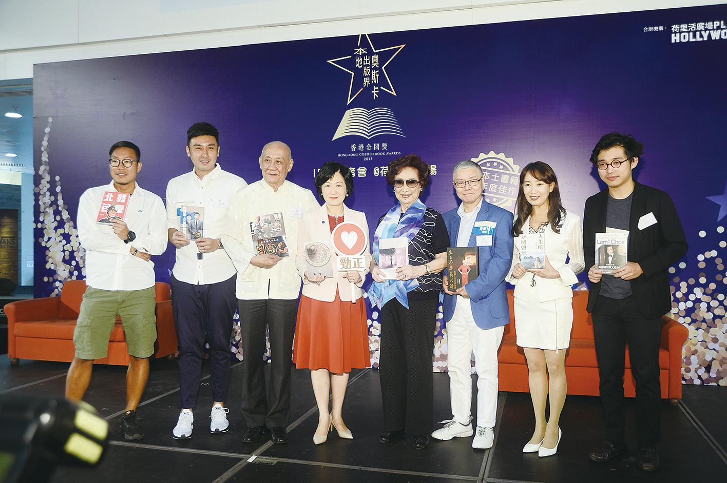 東方昇(左一)、伍家謙、李家鼎、葉劉淑儀、潘迪華、陳美齡、林作(右一)有份入圍今屆「香港金閱獎」。(宋碧龍/大紀元)