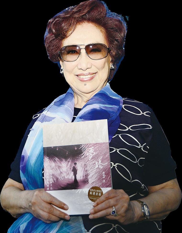 潘迪華入圍「最佳文史哲書」,呼籲港人注重文化傳承多看實體書籍。(宋碧龍/大紀元)