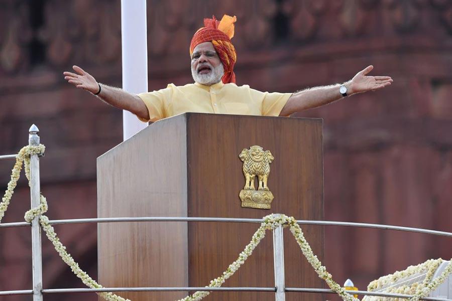 8月15日,印度總理莫迪在紅堡廣場發表演說。(PRAKASH SINGH/AFP/Getty Images)