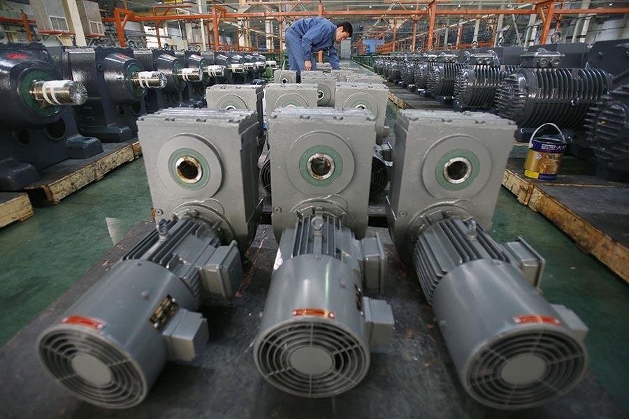 中印軍隊在洞朗地區的對峙已經持續滿兩個月之際,印度宣佈對93種從中國進口的產品徵收反傾銷關稅。圖為一中國工業機械製造商廠房。(China Photos/Getty Images)