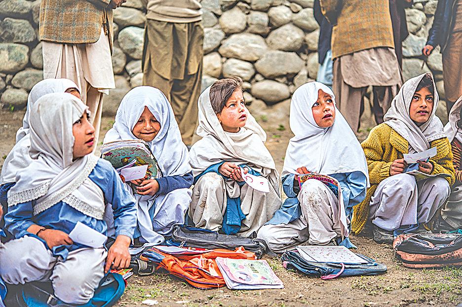 過去30年來,巴基斯坦的人均收入增速只有2%左右。圖為斯卡都,巴基斯坦一兒童學習鄉村學校。(大紀元資料室)