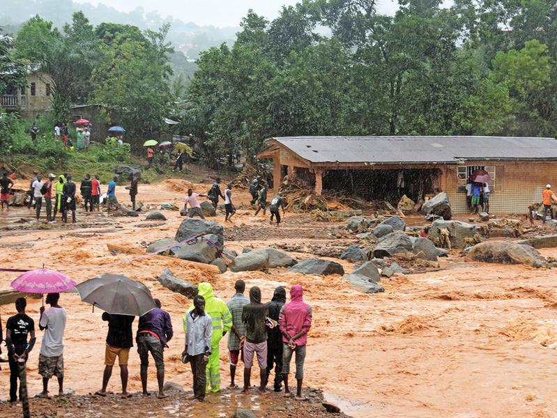 塞拉利昂爆發泥石流 近400人罹難600人失蹤