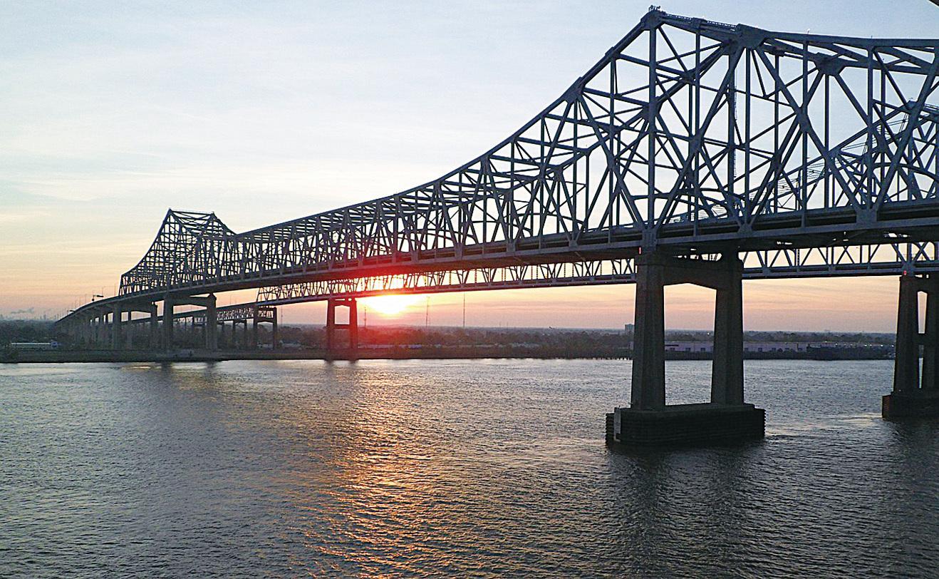 夜晚經過北美最長河流——密西西比河(Mississippi River)。(pixabay)