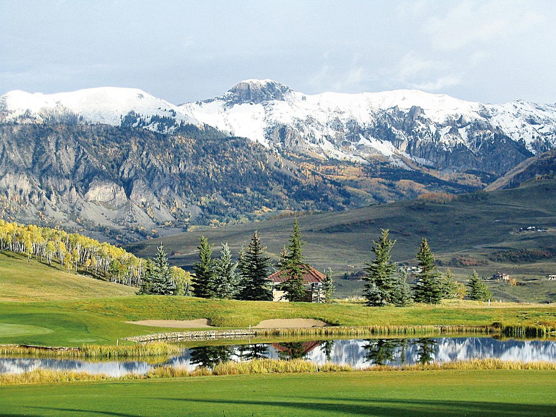 沿途的洛磯山脈、密林和雪山風景美不勝收。(pixabay)