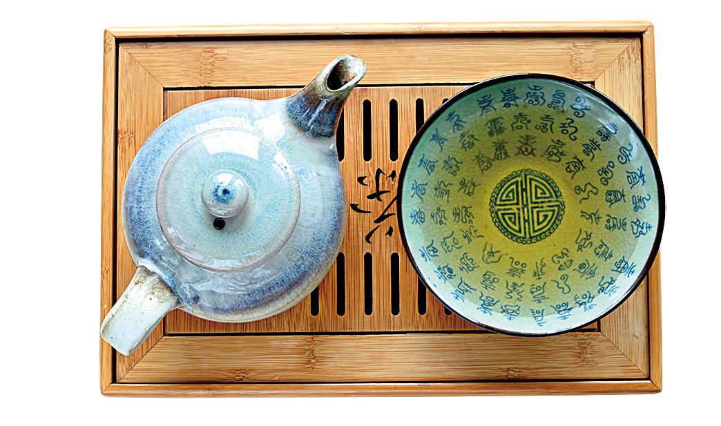 瓷器茶具適合沖泡清香型的茶。