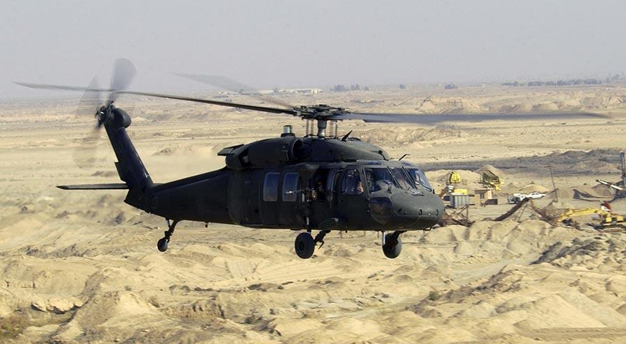 美國陸軍一架UH-60黑鷹直昇機星期二晚間在夏威夷外海墜毀。(By SSGT SUZANNE M. JENKINS, USAF,維基公有領域)
