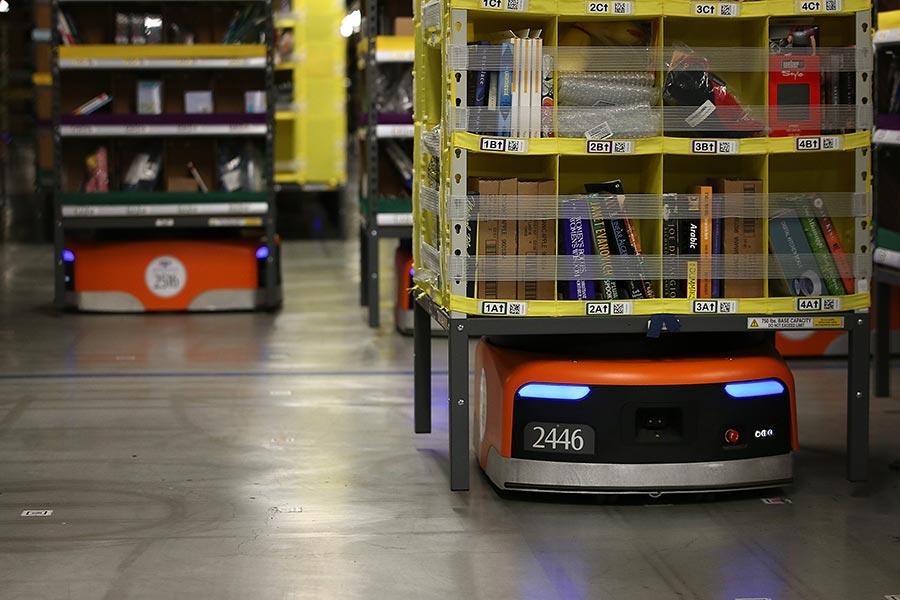 亞馬遜使用機械人進行搬運操作。(Justin Sullivan/Getty Images)