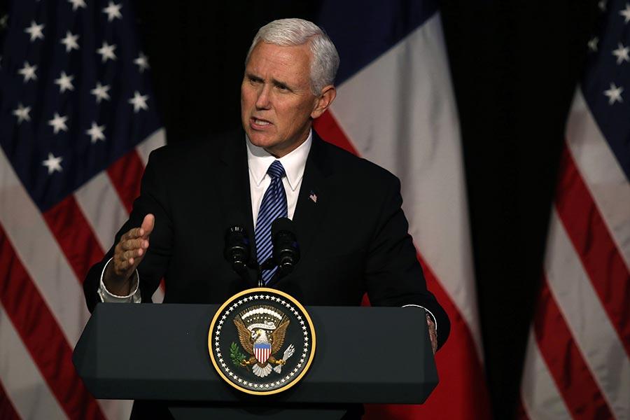 正在智利訪問的美國副總統彭斯(Mike Pence)發表演說,敦促拉丁美洲的國家斷絕與北韓的關係。(AFP PHOTO / CLAUDIO REYES)