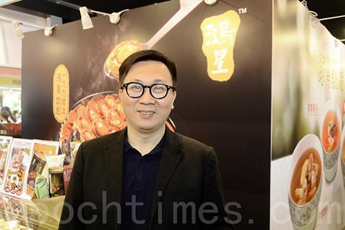 鴻星市務經理顏弘岳對銷情感到樂觀,希望今年10%以內單位數字增長。(宋碧龍/大紀元)