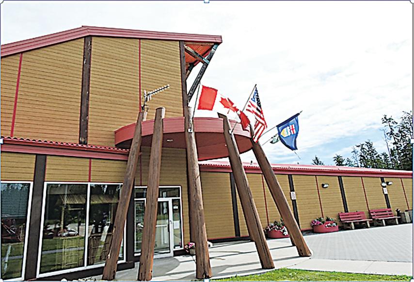 展覽中心門口原木造型給人原始森林的感覺。