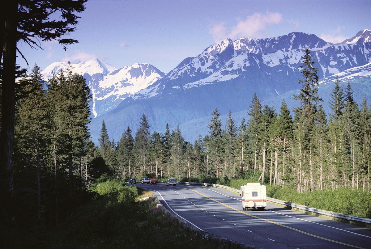 阿拉斯加的公路。(Fotolia)