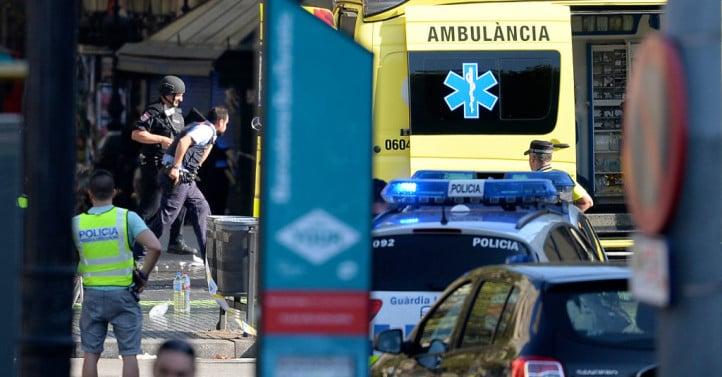 在西班牙巴塞隆拿的市中心發生一宗恐怖襲擊。周四(8月17日)下午,一輛小型貨車衝入人群,造成13人死亡,至少100人受傷。3名疑犯被捕。(JOSEP LAGO/AFP/Getty Images)
