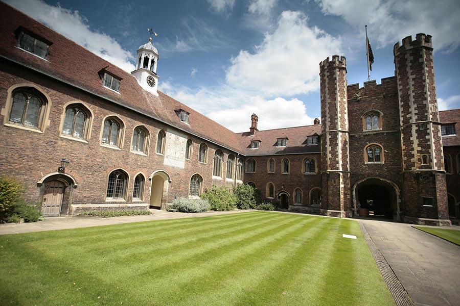 圖為英國劍橋大學一角。(SHAUN CURRY/AFP/Getty Images)