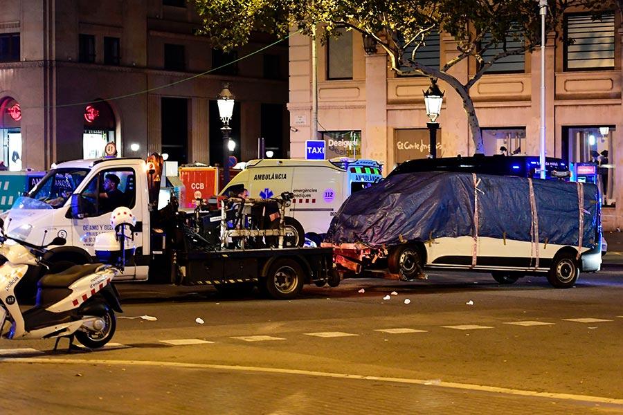 圖為被疑犯駕駛來發動恐襲的小型貨車。(JAVIER SORIANO/AFP/Getty Images)