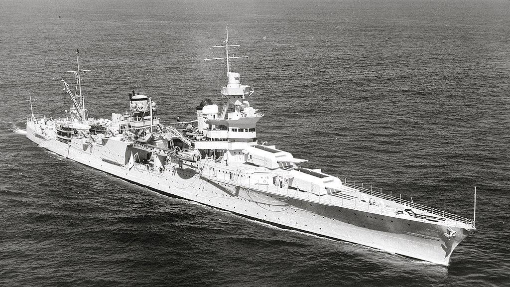 二戰時期,印第安納波利斯號重型巡洋艦(USS Indianapolis)遭日本海軍伊-58號潛水艇發射的魚雷襲擊後沉沒。72年後,這艘軍艦在菲律賓海域被發現。(維基百科)