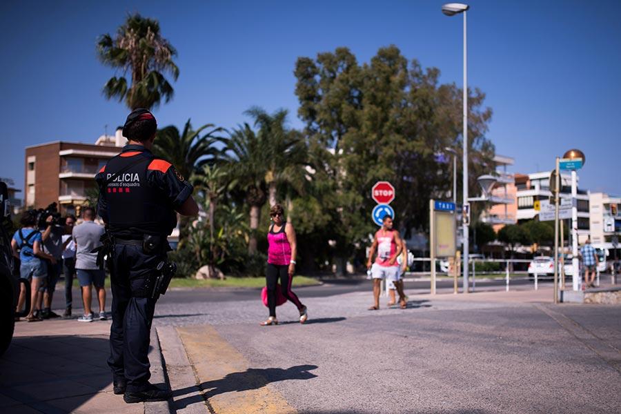 8月18日,西班牙海邊度假城鎮坎布里爾斯(Cambrils)發生恐怖襲擊,五凶徒被擊斃。( Alex Caparros/Getty Images)