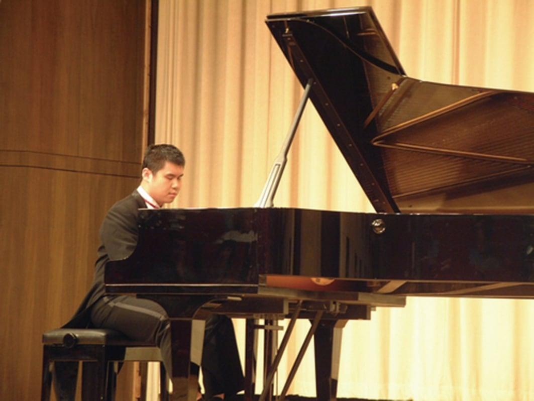 這是2006年「中國殘疾人藝術團」在台演出,由金元輝擔綱的一場鋼琴獨奏。(網絡圖片)
