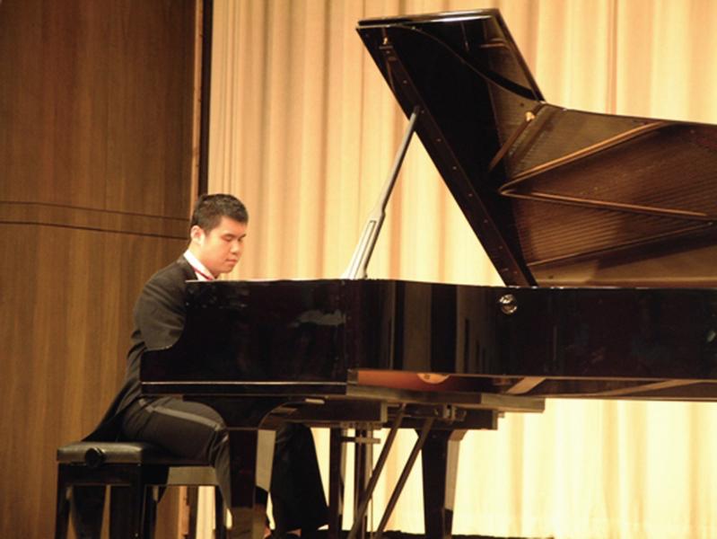 培養失明兒成知名鋼琴家 信仰真善忍遭關押