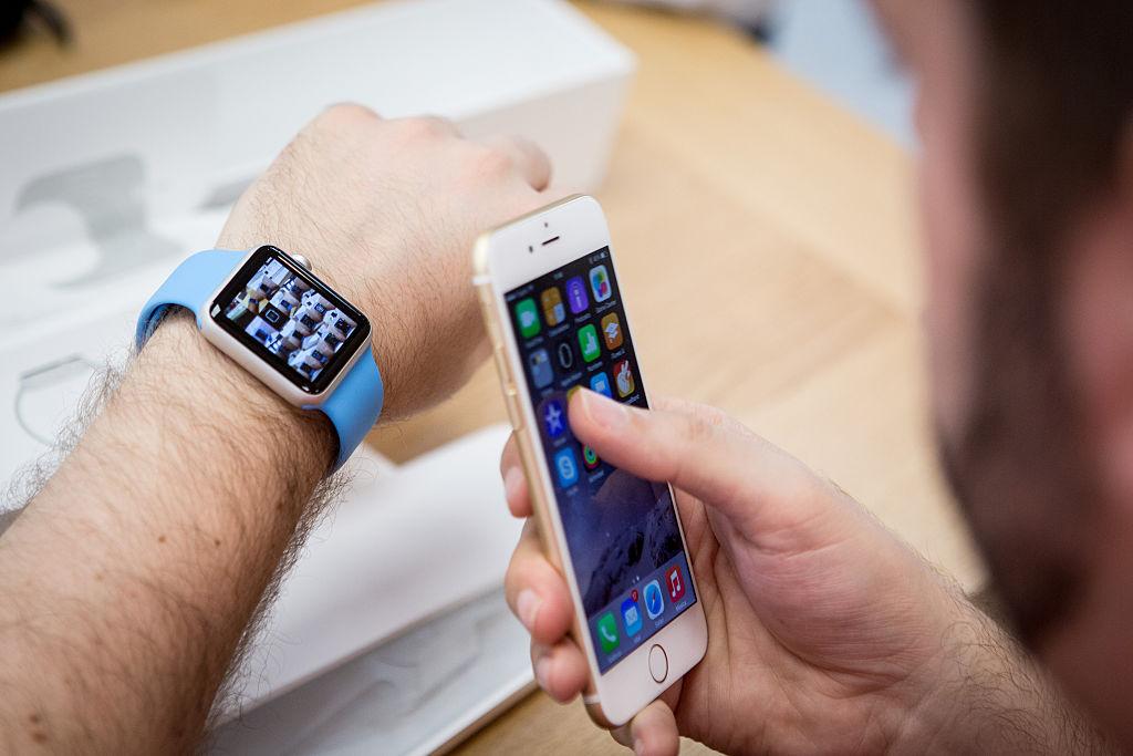 有報告稱,新款的Apple Watch將可以脫離iPhone獨立運作。(Getty Images)