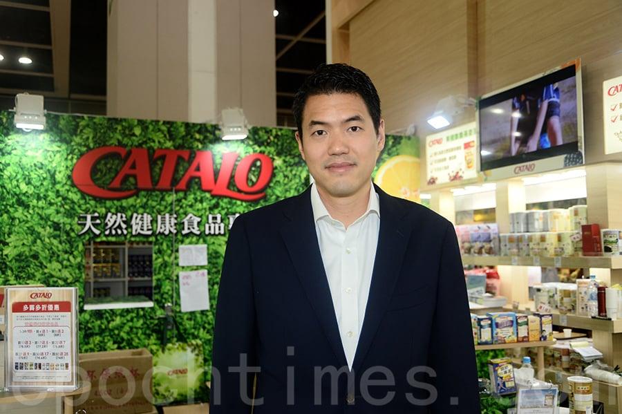CATALO 老闆陳家偉指參展為推廣品牌,但人流不如去年多。(宋祥龍/大紀元)