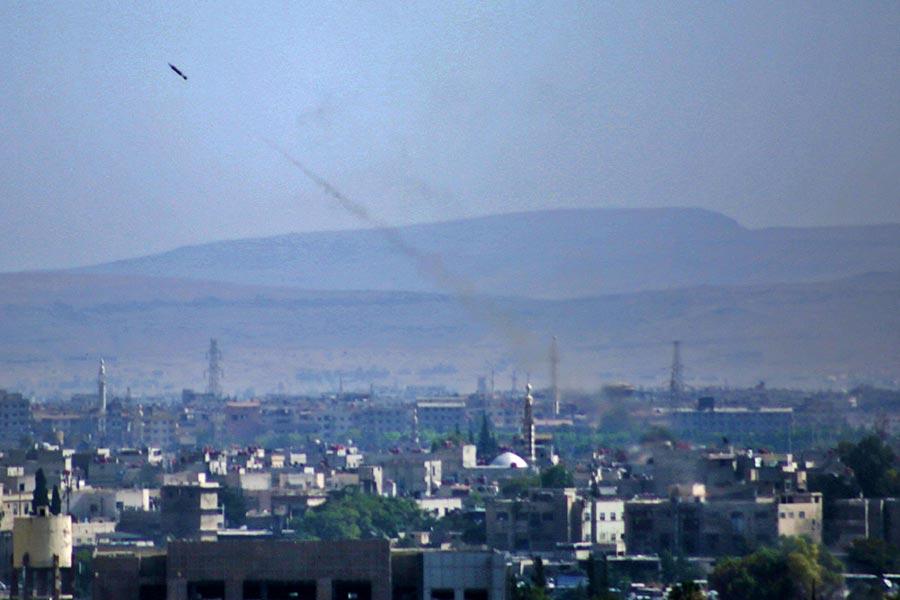 圖為一枚由敘利亞政府軍發射的導彈,攝於2017年8月9日,敘利亞大馬士革。(AMMAR SULEIMAN/AFP/Getty Images)