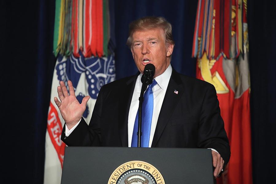 周一(21日)晚,美國總統特朗普在維珍尼亞州阿靈頓邁爾堡軍事基地,就美國對阿富汗和南亞最新戰略發表全國演說。(Mark Wilson/Getty Images)