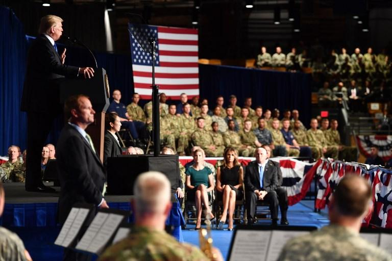 8月21日特朗普在邁爾堡軍事基地發表講話,誓言要贏得阿富汗戰爭,呼籲英國等北約盟國跟進。(AFP PHOTO / Nicholas Kamm)