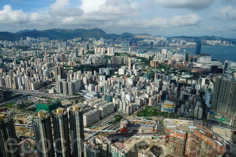 中共今日公佈境外投資新規,香港樓市或受衝擊。(大紀元檔案照片)