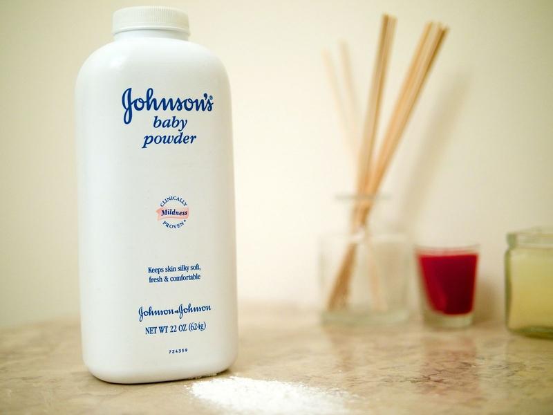 美國加州洛杉磯一個陪審團星期一(8月21日)作出裁決,要求醫療保健產品製造商強生公司(Johnson & Johnson Inc.)向一名提出訴訟的婦女支付4.17億美元賠償金。(Austin Kirk/Wikimedia Commons)